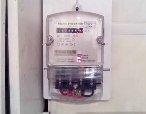 Как электросчетчик считает потребляемую энергию если ноль бьет током